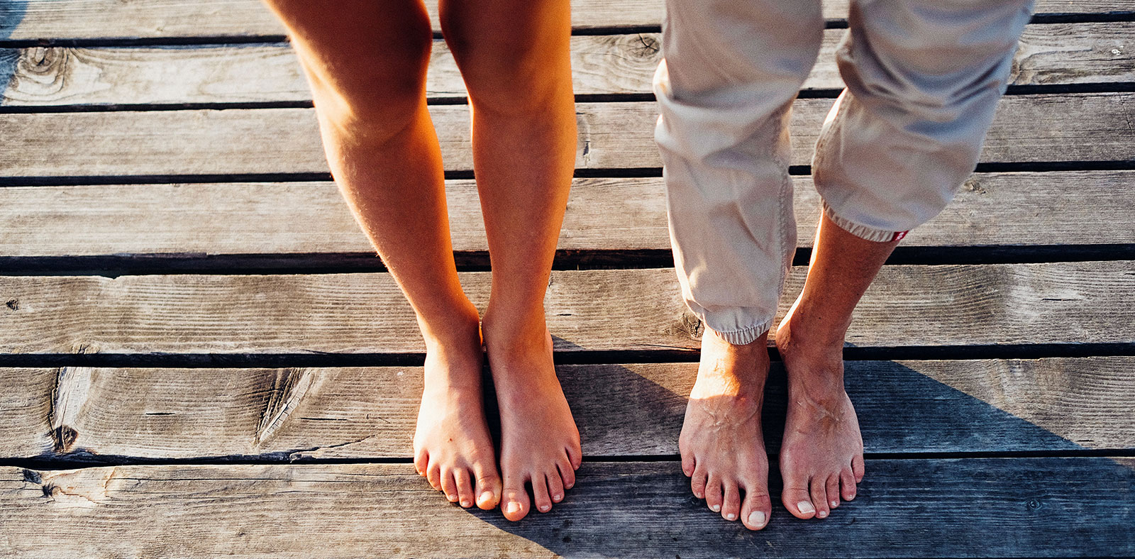Slider Karins und Lenas Füße - Barfuß am Steg